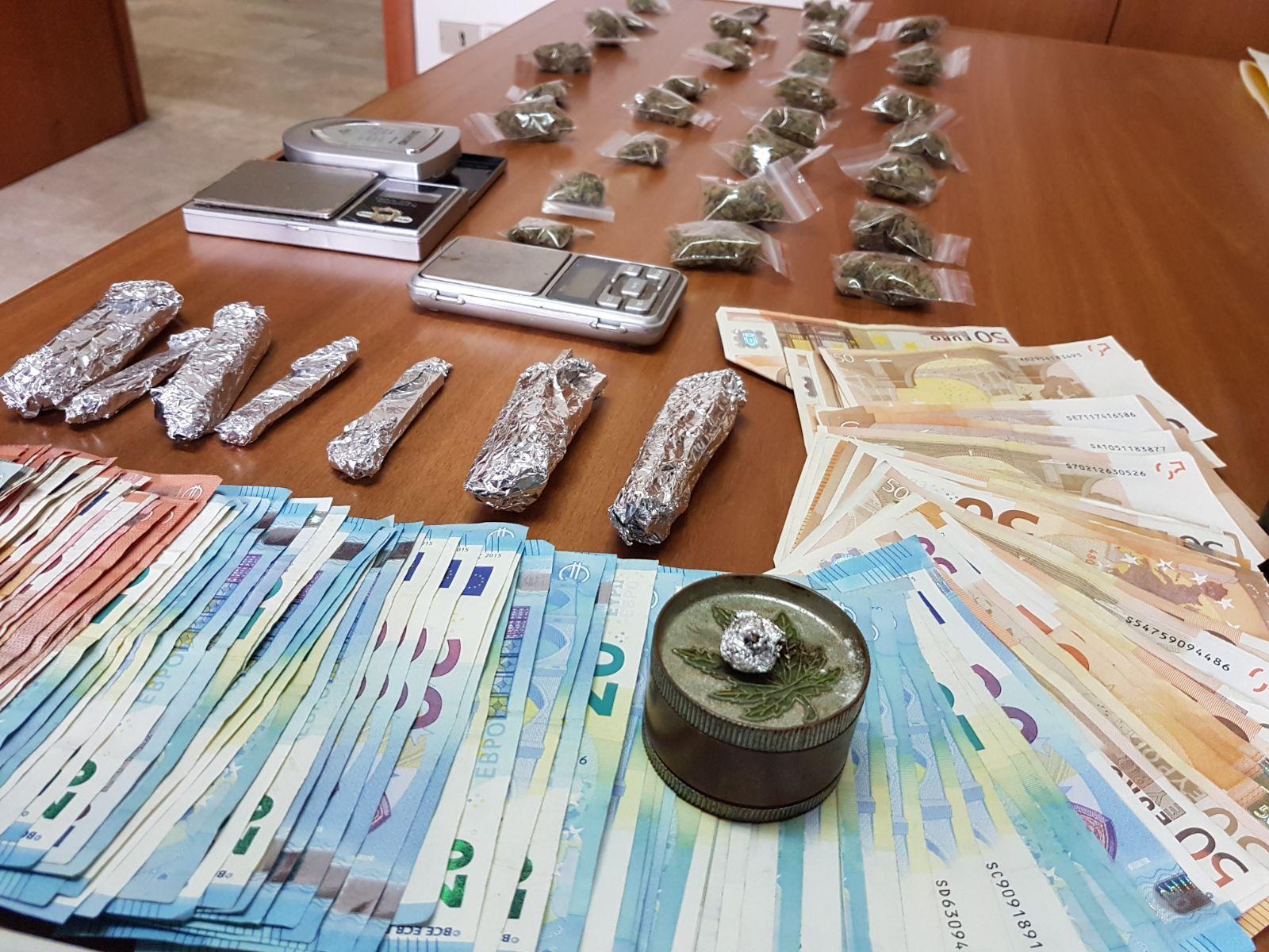 Custodiva in casa droga e 4mila euro arrestata 45enne di - Soldi contanti a casa ...