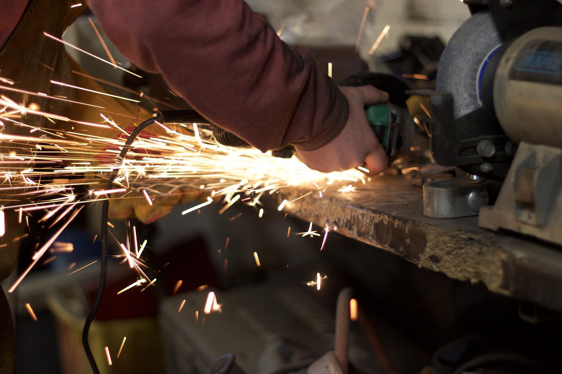 Industria: fatturato settembre +0,2%, su anno -1,6%