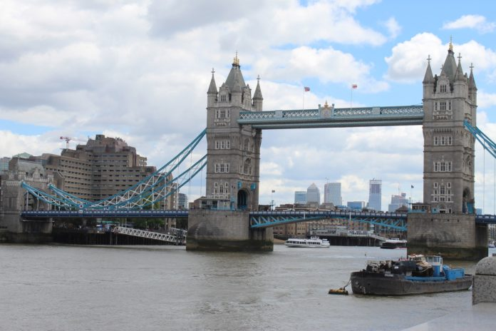 london-bridge-4363598_1920