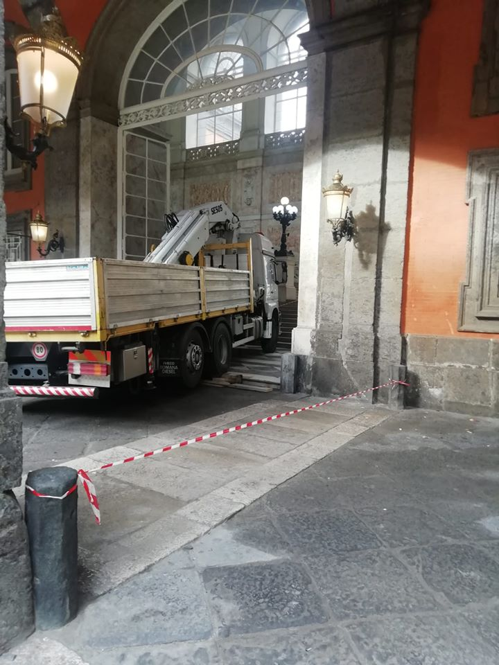 camion palazzo reale