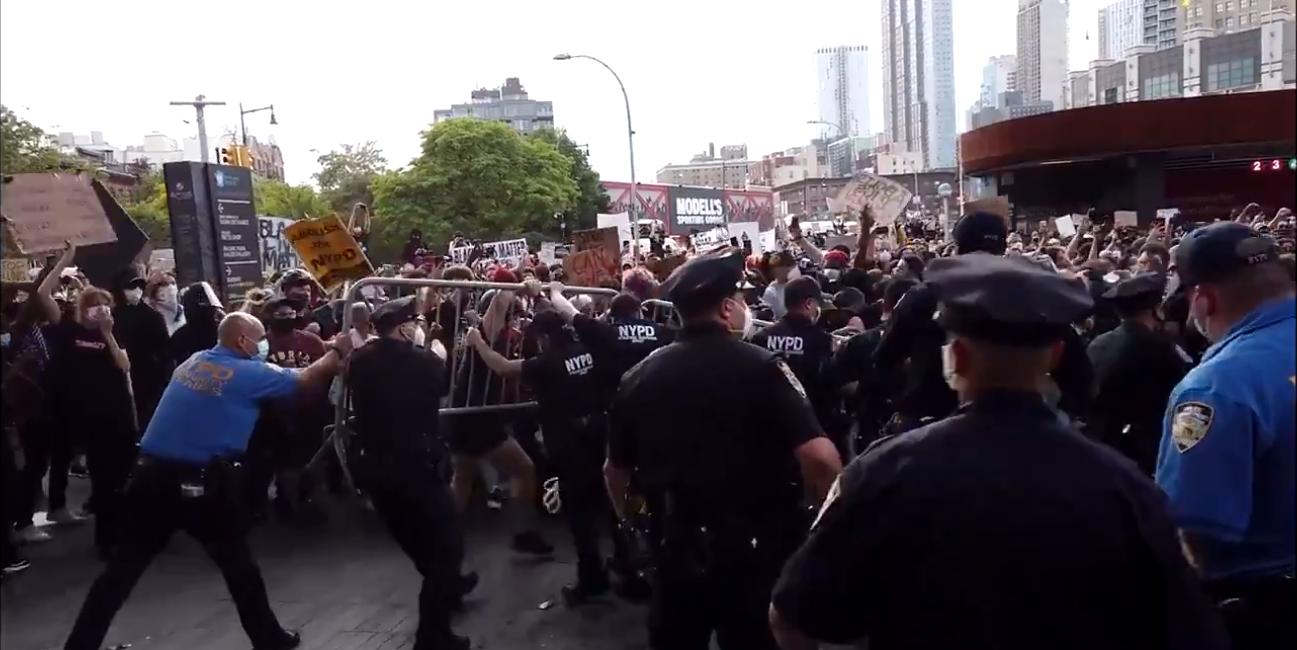 Proteste a New York dopo la morte di George Flyod