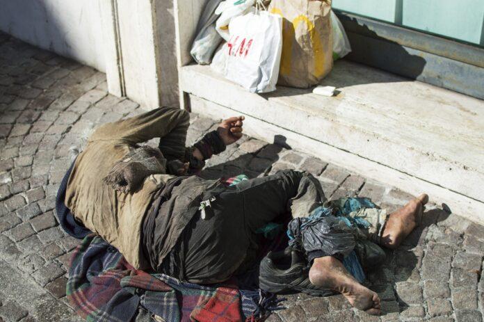 senzatetto barbone homless